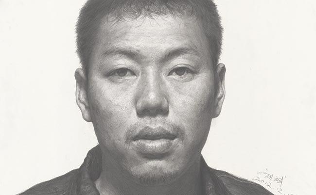 刘斌素描作品:中年男人正面头像素描