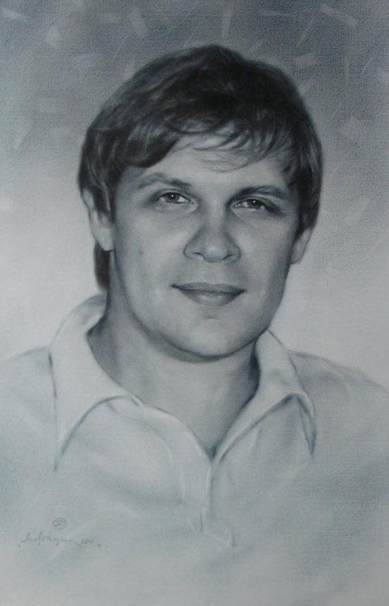 中年男人头像素描